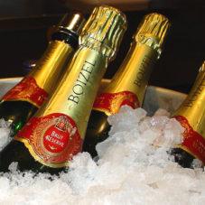 Всем шампанского!