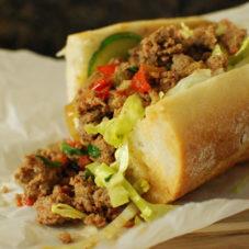Тайский бутерброд с мясом и овощами