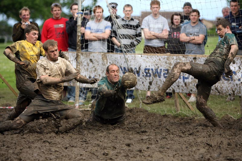 The Fuddy Muckers struggle to score against Dunoon Celtic Supporters Club in the finals of the 2007 international Swamp Football Tournament