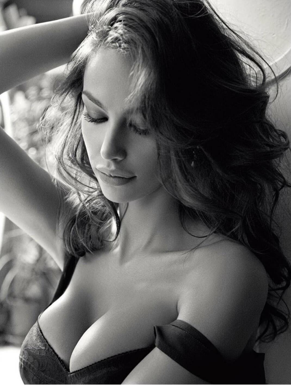 приличные груди красивых девушек менструации способствует