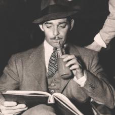 Что почитать на досуге: классический мастхэв для тех, кто знает толк в литературе