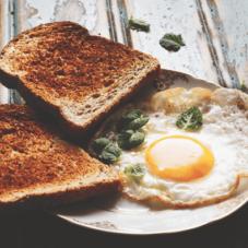 Как приготовить идеальное жареное яйцо