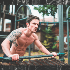 6 эффективных упражнений на брусьях