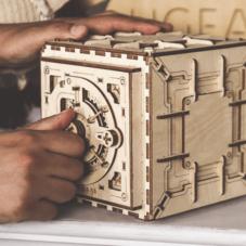 Деревянный сейф с кодовым замком