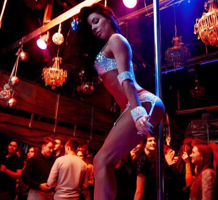 brazilskie-striptizershi-onlayn-porno-russkoe-pisayut-v-rot-muzhikam