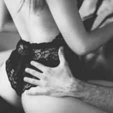 Как помочь девушке чувствовать себя уверенной в сексе