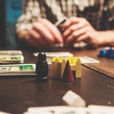9 настольных игр для длинных вечеров