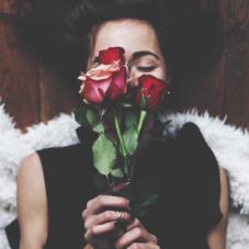 Что подарить девушке на 8 марта #1