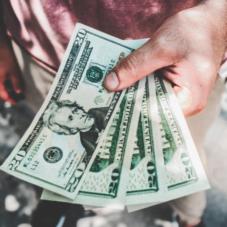 Как сэкономить деньги на подарках к Новому году
